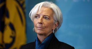 La Jeda del FMI, Christine Lagarde, advirtió que la recuperación económica que ha tomado impulso en los últimos tiempos, puede sufrir afectaciones por el proteccionismo adoptado en algunas economías. Previo a su reunión con el Banco Mundial en Washington fechada para el 18 de abril, la titular del Fondo Monetario Internacional (FMI) hizo un llamado a los gobiernos a buscar implementar una arquitectura comercial abierta que se ha adoptado desde la posguerra e instó a la cooperación de forma multilateral para resolver problemas comerciales.