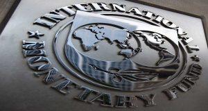 """El Fondo Monetario Internacional (FMI) calificó como apropiada la política manejada por la Secretaría de Hacienda y Crédito Público (SHCP) para recudir el costo de su financiamiento y lograr aminorar los pasivos que mantiene respecto al Producto Interno Bruto (PIB). """"El nivel de deuda no es muy alto, desde la perspectiva de estándares internacionales, pero también es cierto que el costo de financiar al gobierno mexicano es relativamente alto"""", dijo aquí el director del Departamento de Monitoreo Fiscal del FMI, Víctor Gaspar. En conferencia de prensa el funcionario del FMI indicó que desde la perspectiva de estándares internacionales, el fondo considera como """"apropiada"""" la senda trazada en este frente."""