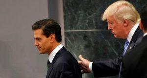 Plan fiscal de Trump y su efecto negativo en la economía de México. La economía mexicana, estrechamente ligada a Estados Unidos, registraría los peores escenarios si el presidente Trump decide impulsar un plan fiscal de mayores impuestos a las importaciones. El gobierno de Donald Trump sufrió un revés en su búsqueda de que el Congreso aprobara presupuesto para la construcción del muro fronterizo, lo que incrementó el riesgo de que un plan fiscal con mayores impuestos a la importación de mercancías mexicanas se convierta en el medio para que Estados Unidos logre que México cubra el costo de la barda. Ante este panorama, expertos en materia económica han alertado de los impactos negativos que un plan fiscal agresivo de Estados Unidos tendría en los mercados financieros mexicanos.
