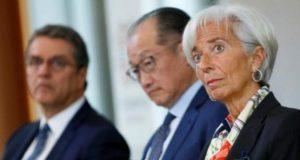 Comercio como motor de crecimiento económico global afectado por proteccionismo y falta de reformas: FMI La falta de reformas y el alza del proteccionismo deterioran el papel del comercio como motor de crecimiento global; estiman líderes del FMI y Banco Mundial. Los jefes del Fondo Monetario Internacional (FMI), la Organización Mundial del Comercio y el Banco Mundial, coincidieron este lunes en que la falta de reformas comerciales y el incremento del proteccionismo como política medular de las economías; han impedido que el comercio sea el motor de crecimiento global, por lo que instan a los gobiernos a tomar medidas urgentes.