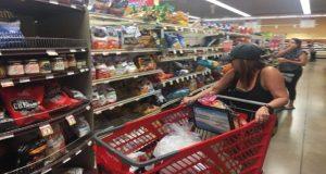 La economía está mejor que hace un año y será mucho mejor hacia el futuro, dicen consumidores