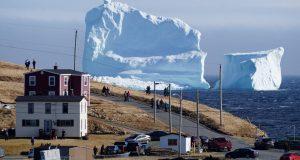 Documentan la aparición de un iceberg gigante en las cosas de Canadá