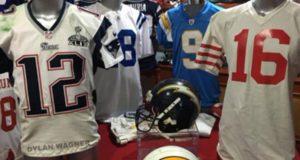 Un joven de 19 años delató al periodista que robó el jersey de Tom Brady