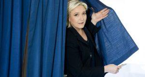 Tras una reñida primera vuelta, los candidatos Emmanuel Macron y Marine Le Pen van a segunda ronda de elecciones presidenciales en Francia.