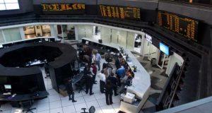 Aprovecha las ventajas de expandir tu panorama financiero e invierte en mercados internacionales para aumentar tus ganancias.
