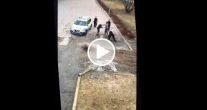 Video muestra como tres policías suecas son incapaces de detener a un delincuente