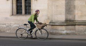 Montar bicicleta al trabajo está vinculado a un menor riesgo de desarrollar cáncer en un 45 por ciento y las enfermedades cardiovasculares en un 46 por ciento.