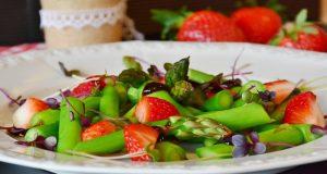 La dieta es cada vez más popular entre la población joven, pero puede causar fracturas de huesos y daños permanentes