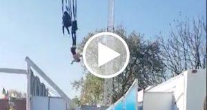 Una mujer queda suspendida en el aire por una falla de un juego mecánico en Francia [Video]