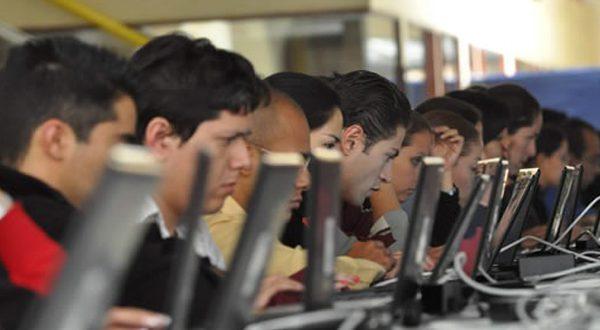 Mexicanos se conectan Internet el equivalente a una jornada laboral