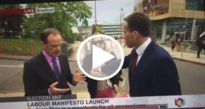 Un reportero de la BBC es golpeado mientras realizaba una entrevista en directo