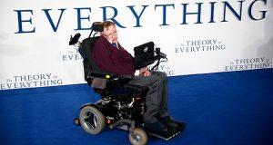 Stephen Hawking cree que la humanidad debe abandonar la Tierra para evitar su extinción