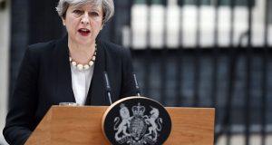 Theresa May condena actos terroristas en Manchester. Identifican a atacante, actuó solo. Estado Islámico se atribuye atentado