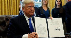 El decreto migratorio firmado por el presidente Trump en el que prohibía la entrada a miembros de países en su mayoría musulmanes a Estados Unidos, fue cancelado por la corte.