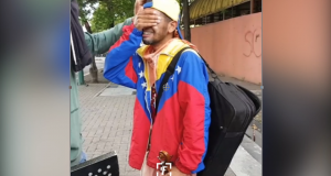 Guardia Nacional Bolivariana destruye violín a violinista Wuilli Arteaga. El video de Wuilly Arteaga que se hizo viral el miércoles mostró al joven músico tocando su violín en medio de cientos de personas que expresaban su inconformidad por lo manejos del gobierno de Maduro, acto que molestó a la Guardia Nacional Bolivariana (GNB) y arrancó de sus manos su instrumento, destrozándolo por completo.