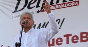 No estamos en contra de los empresarios; No todo el que tiene es malvado: AMLO El presidente de Morena negó ser populista o mesiánico y dijo no estar en contra de las instituciones ni los empresarios. El presidente del partido de izquierda, Morena, Andrés Manuel López Obrador (AMLO), acusó que existe una campaña en su contra por parte de un grupo empresarial liderados por el ex presidente Carlos Salinas de Gortari, que busca desprestigiarlo y compararlo con el fallecido presidente de Venezuela, Hugo Chávez. A través de su cuenta de Facebook, el aspirante a la presidencia de México acusó a Carlos Salinas, Roberto Hernández, Claudio X. González, Fernando Senderos y otros empresarios; de crear campañas en su contra, comparando su ideología política con figuras populistas como los líderes de Venezuela, país con la peor crisis económica, política y humanista de América Latina.