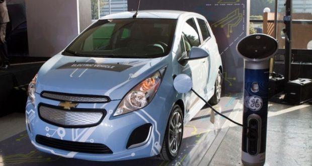 Crecimiento de autos eléctricos se ve limitado por falta de infraestructura y marcas piden a autoridades hacer un trabajo conjunto para aumentar el número de electrolinieras en el país.
