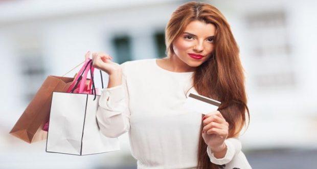 Personas de bajos recursos prefieren las compras de objetos de lujo como una barrera material para hacer creer que su situación es diferente a la realidad.