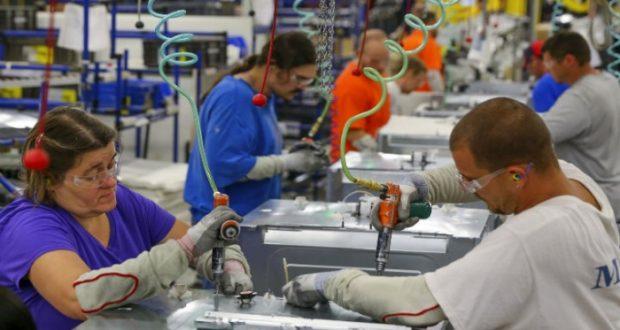 Personal manufacturero sube 5.8% en marzo