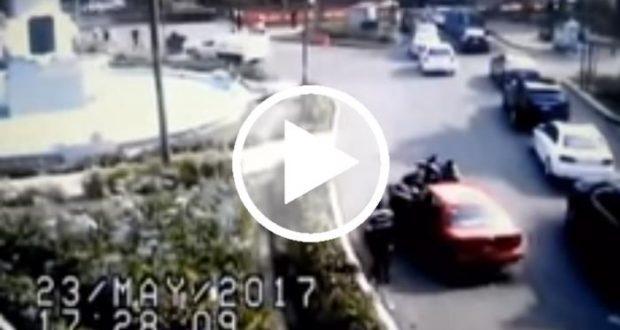 Mujer ignora 'Hoy No Circula' y atropella a policías