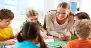 El conocimiento es una de las mayores riquezas de este mundo, pero la huella de los buenos maestros más allá de las aulas trasciende en la vida de las personas.
