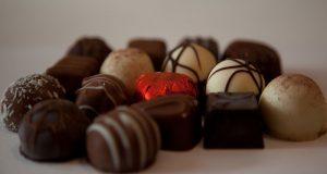 Un nuevo estudio encontró que la ingesta moderada de chocolate puede disminuir el riesgo de arritmia cardiaca.