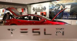 La empresa Tesla busca talento de ingenieros mexicanos para su sus proyectos de producción automotriz y llevarlos a trabajar a Estados Unidos.