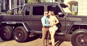 """Saúl """"Canelo"""" Álvarez fue visto conduciendo una camioneta Mercedes-Benz Clase G 6×6 con valor de 8.5 millones de pesos; un vehículo del que sólo hay 200 en todo el mundo. Después de haber vencido contundentemente a Julio César Chávez Jr., en Las Vegas, Saúl """"Canelo"""" Álvarez fue visto dando un paseo en Jalisco a bordo de una exclusiva camioneta de la Mercedes-Benz, un vehículo del que sólo hay dos en todo México y no más de 200 en el mundo."""