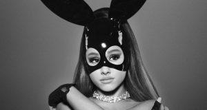 Celebridades lamentan ataques terroristas en el Manchester Arena Esto fue el mensaje que envió Ariana Grande tras los ataques terroristas en el que murieron 22 de sus fans. Tras el ataque terrorista efectuado por un fiel del Estado Islámico en el Manchester Arena, donde murieron 22 personas, en su mayoría niños y adolescentes, durante un concierto de la cantante de pop Ariana Grande, celebridades lamentaron los hechos.