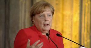 Los muros no detendrán la migración: Angela Merkel en México En el tema de la migración se debe luchar contra las causas que instan a la gente a abandonar sus hogares y la construcción de muros no será la solución; señaló Angela Merkel en México.