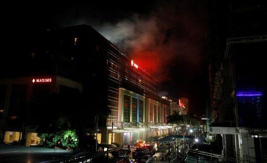 Disparos y explosiones se registraron en un hotel de lujo en Filipinas; un ataque que fue calificado como un acto terrorista y adjudicado al Estado Islámico El ataque se registró en el Resorts World Manila, también conocido como RWM y ubicado en Newport City, una de las zonas turísticas de mayor afluencia en el país.