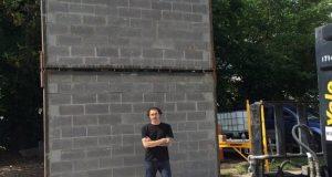 Un artista y un grupo de indocumentados construyen un muro contra Trump en Atlanta