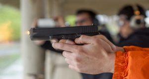La investigación llevada a cabo por el Centro para el Control y la Prevención de Enfermedades reveló que cada año mueren alrededor de 1.300 jóvenes menores de 17 años y 6.000 resultan heridos por armas de fuego.