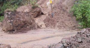 Lluvias dejan daños en 144 viviendas y el derrumbe de un cerro en Guerrero