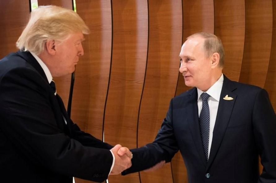 Los presidentes de Estados Unidos y Rusia se dieron un fuerte apretón de manos antes de la tan esperada reunión en la Cumbre del G20; el encuentro más esperado en Hamburgo.