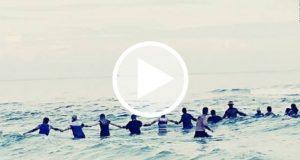Crean una cadena humana para salvar a una familia de morir ahogada [Video]