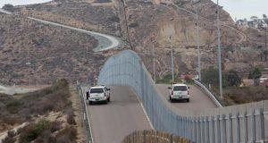 México no pagará el muro; republicanos destinan mil 600 mdd para su construcción . Republicanos en la Cámara de Representantes de Estados Unidos propusieron añadir mil 600 millones de dólares (mdd) al presupuesto del Departamento de Seguridad Nacional, dinero que estaría siendo destinado a los costos de construcción del muro fronterizo con México prometido por el presidente Donald Trump en campaña. El Comité de Gasto de la Cámara de Representantes en Estados Unidos develó el martes 11 de julio, una propuesta de gasto que incluye fondos para la construcción del muro con México. Los republicanos proponen añadir al presupuesto de gasto destinado a Seguridad Nacional y elevarlo a un total de 44 mil 300 millones.