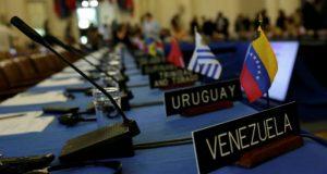 Venezuela se retirará de manera definitiva de la Organización de los Estados Americanos (OEA) en reacción a la convocatoria de 19 países miembros a una reunión extraordinaria para discutir la crisis humanitaria y económica que sufre el país bajo el gobierno de Nicolás Maduro.