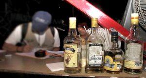 EU alerta a turistas por alcohol adulterado en México