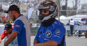 Felipe Calderón debuta como piloto de Kart y gana una carrera