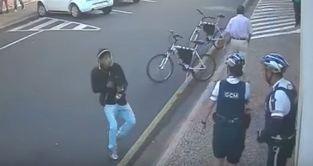Tiroteo en Brasil deja un joven muerto y dos agentes heridos (VIDEO)