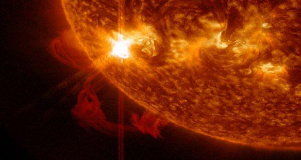 Una mancha de 120 mil kilómetros de ancho apareció en el sol. Los expertos advierten que podría dañar los satélites de comunicaciones y causar apagones en la Tierra.
