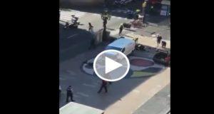 Posible atentado en Barcelona, una camioneta atropella a varias personas