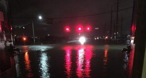 """Texas se mantiene en alerta por """"inundaciones catastróficas"""" tras paso de Harvey"""