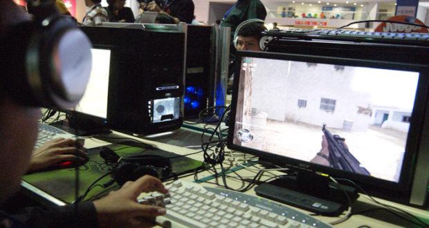 Jugar videojuegos violentos de disparos puede dañar el cerebro e incluso puede aumentar el riesgo de sufrir Alzheimer, reveló un estudio.