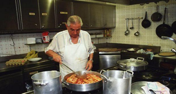 Encuesta indica que los hombres disfrutan cocinar más que las mujeres