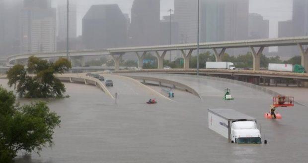En la imagen, los efectos del huracán Harvey e inundaciones generalizadas en Houston, el 27 de agosto de 2017.