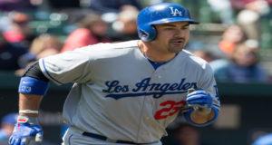 Adrián González, primera base de los Dodgers de Los Ángeles, logró su imparable dos mil en las Grandes Ligas la noche del martes al conectar un doble en la sexta entrada contra los Piratas de Pittsburgh.