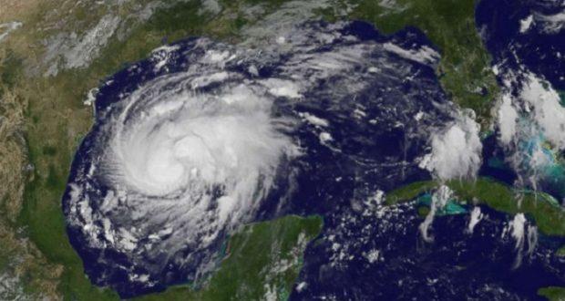 Huracán Harvey se acerca a las costas de Texas; podría alcanzar la categoría 3