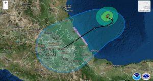 Katia se fortalece a huracán categoría 2 y mantiene en alerta a Veracruz